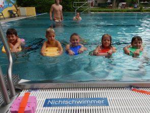 Schwimmen lernen mit der Bürgerstiftung