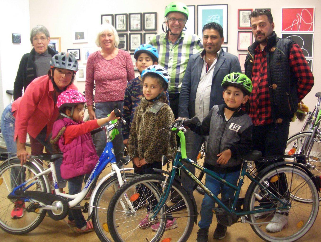 Fahrradhelme für Flüchtlingskinder