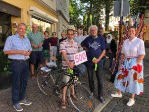 Das 500. Sozialrad und Fahrradhelme für Flüchtlingskinder