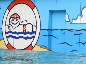 Unsere Stiftung trägt – auch im Wasser – Schwimmkurse in den Ferien