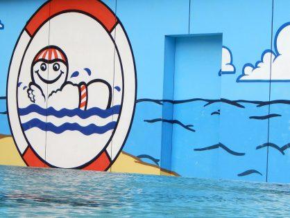 Unsere Stiftung trägt - auch im Wasser - Schwimmkurse in den Ferien
